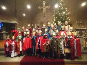 Gruppenfoto in der Kirche St. Bonifatius