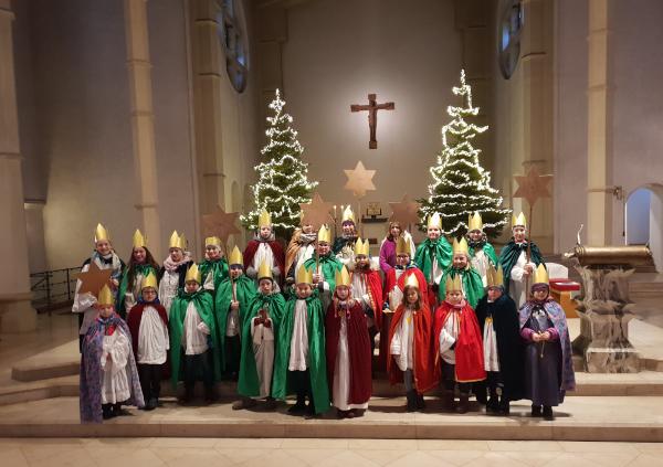 Gruppenfoto in der Kirche St. Georg
