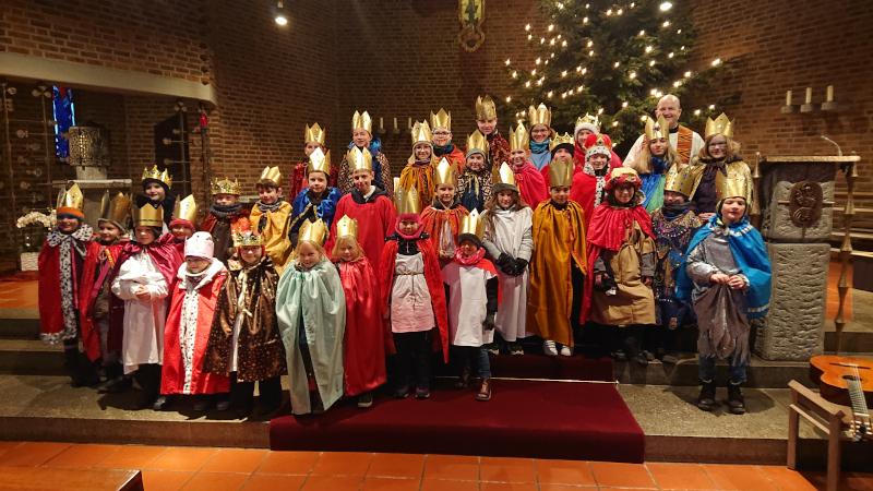 Gruppenfoto der Sternsinger St. Bonifatius